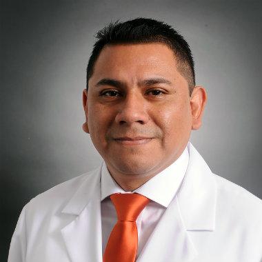Dr. Proaño Bernaola